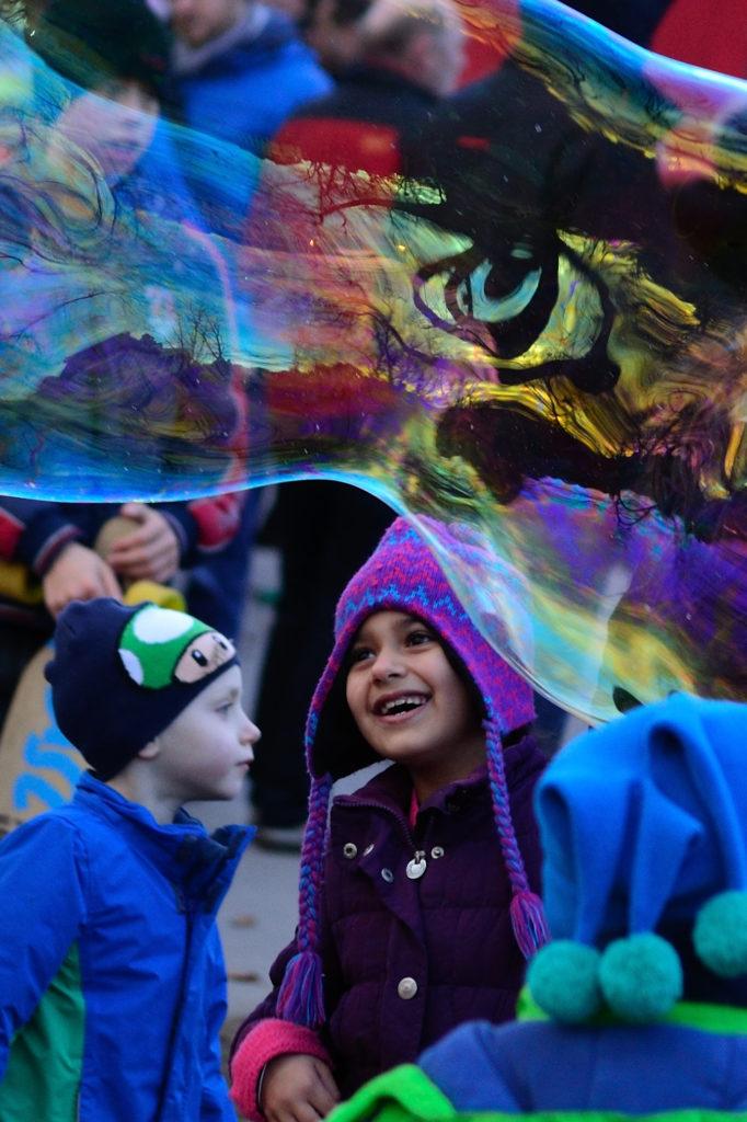 Interaktive Seifenblasen Show im Türkenschanzpark bei: Weihnachten im Parl