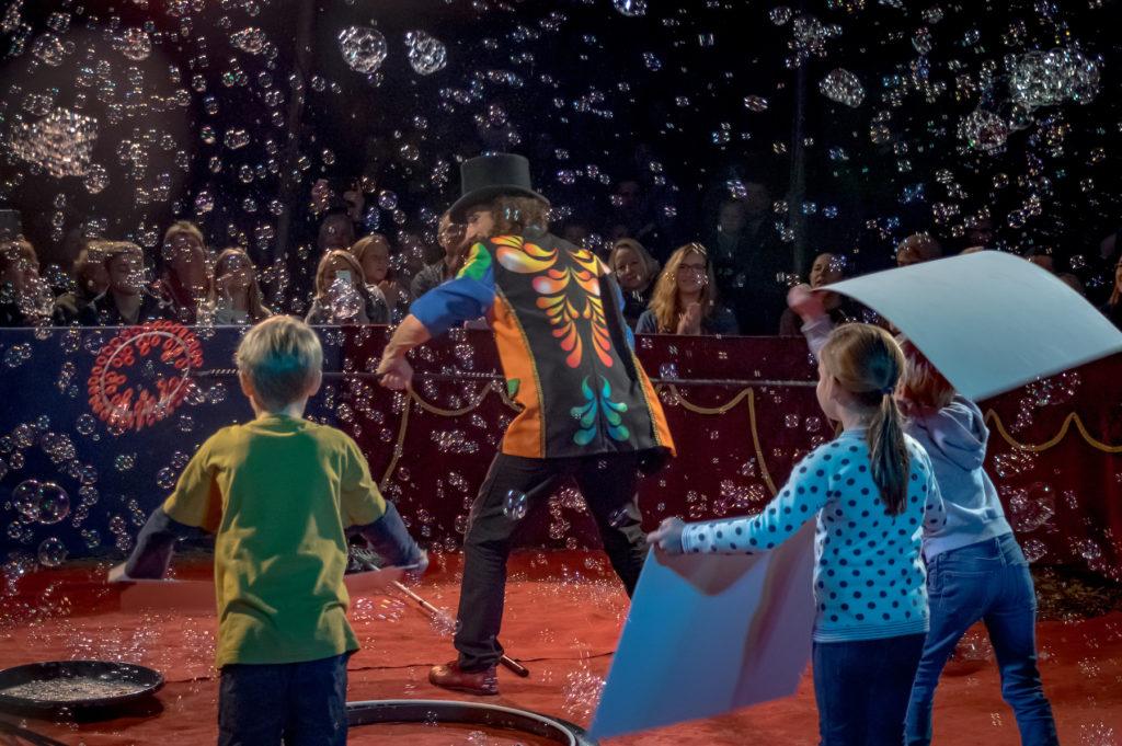 Bubbleshow Wintercircus Familien Bühnenshows 2018