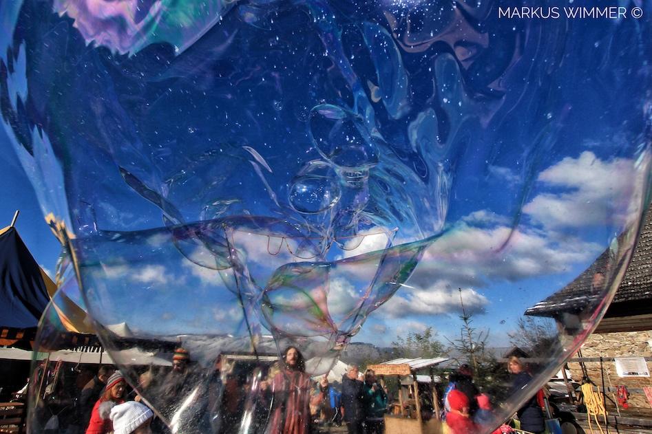 Outdoor show Riesenseifenblasen Burgruine Aggstein Mittelalterfest