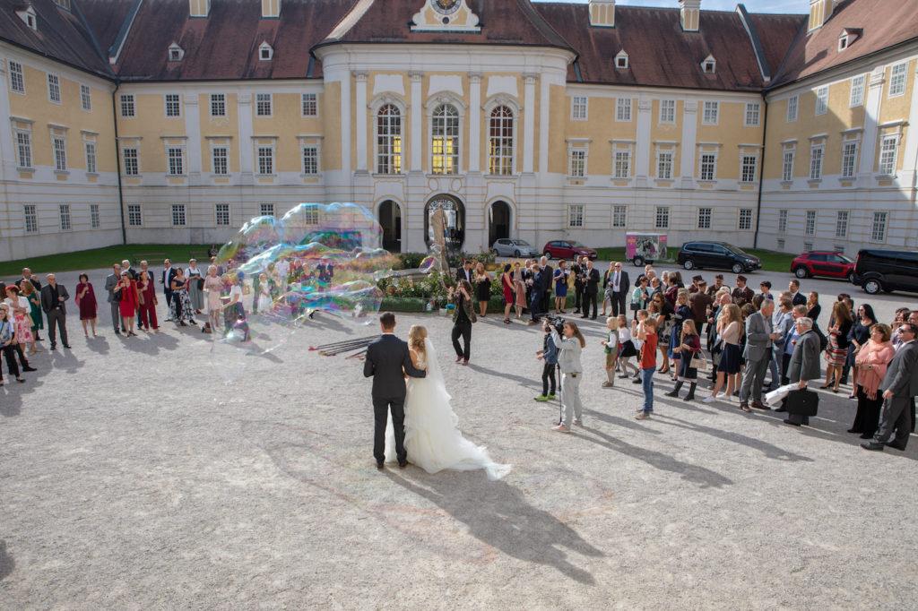 Seifenblasen Hochzeit Show im Außenbereich, Perfekte Hochzeitsunterhaltung